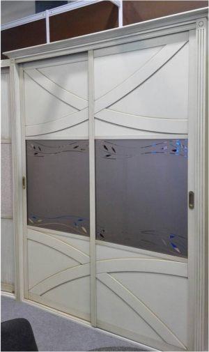 Классический шкаф купе с эксклюзивным декором Сургут