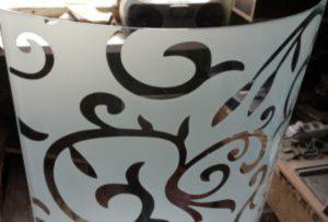 Стекло радиусное с пескоструйным рисунком для радиусных дверей Сургут