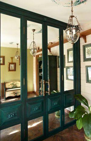 Распашные двери филенкой и декоративными накладками Сургут